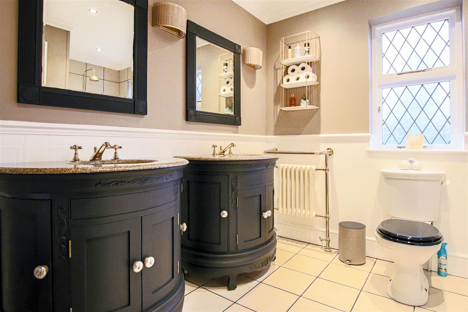 4 Bedroom Detached House For Sale - 40.jpg